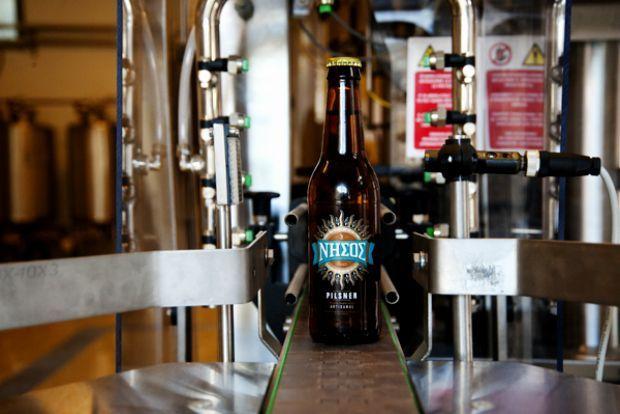 Κυκλαδίτικη και ολοκαίνουργια: μπύρα Νήσος | Άρθρα | Bostanistas.gr : Ιστορίες για να τρεφόμαστε διαφορετικά