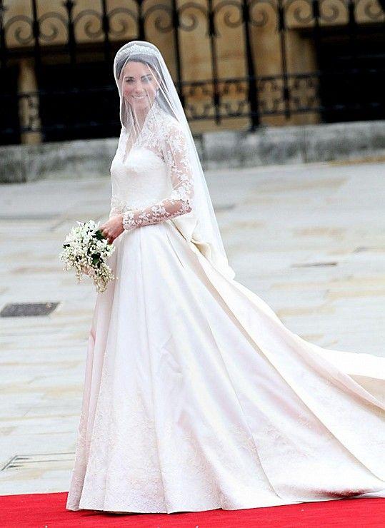 Kate se před šesti lety vdávala v šatech z módního domu Alexander McQueen.