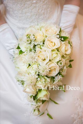 かすみ草を入れたティアドロップブーケ ys floral deco @東京會館