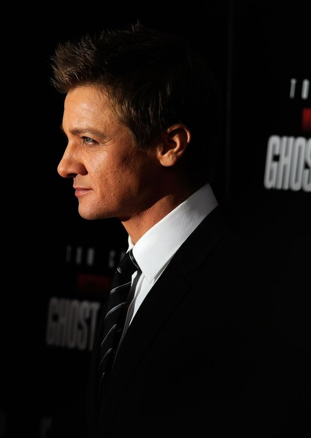 Jeremy Renner at event of Mission: Impossible - Ghost Protocol