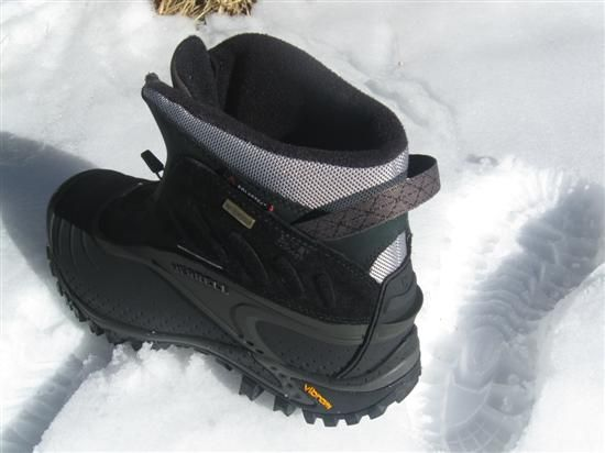 How to tell if you've got authentic snowshoeing boots? Look for a little lip on the heel. This extension keeps the rear binding from slipping down over your heel. It performs a similar funct…
