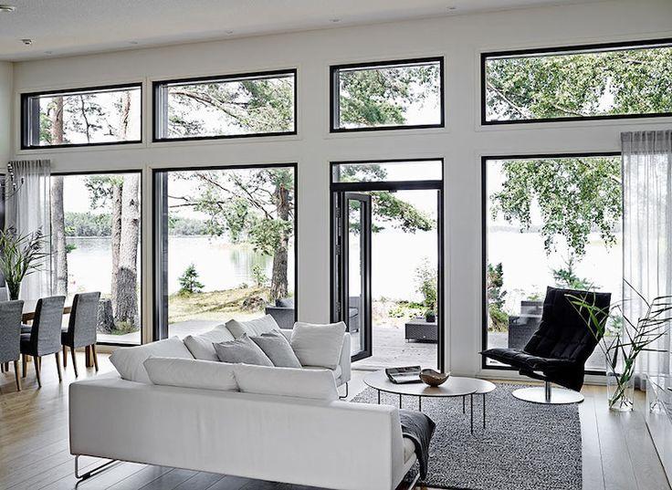 Willa Aawa on Kannustalon Harmaja 135 C -talomalliin pohjautuva koti meren rannalla upeissa maisemissa. Tämä rantakalliolla jykevästi seisova talo yhdistyy täydellisesti ympäröivään luontomaisemaan ja luonto väreineen näkyy vahvasti myös talon sisustusratkaisuissa. Suuret ikkunat päästävät sisustukseen paitsi runsaasti valoa, saavat kodin ja saunarakennuksen tuntumaan osalta luontoa. Tarkkaan harkittu värimaailma ja materiaalit antavat vielä viimeistellyn silauksen kokonaisuudelle…