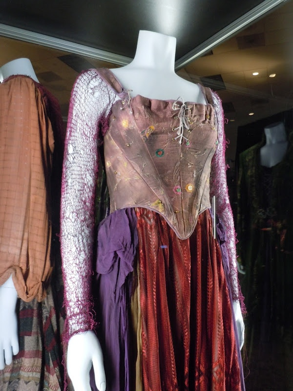 Hocus Pocus Sarah costume; I can use that purple lace long sleeve shirt I got for Mardi Gras