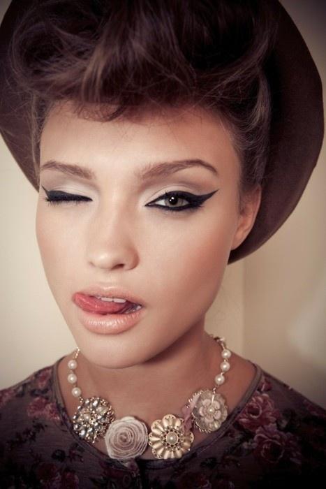 Eye makeup: Catey, Makeup Tools, Eye Makeup, Cat Eye, Eye Colors, Wings Eyeliner, Eyemakeup, Eye Liner, Beautiful Trends
