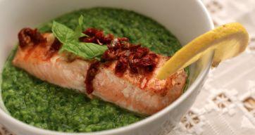 Erte- og spinatpuré med laks – Berit Nordstrand