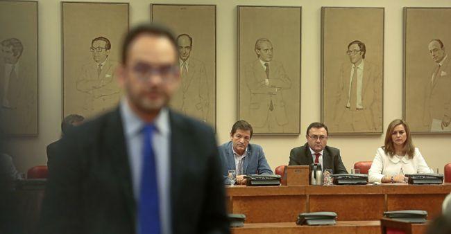 El PSOE espera un gesto de Rajoy para girar a la abstención