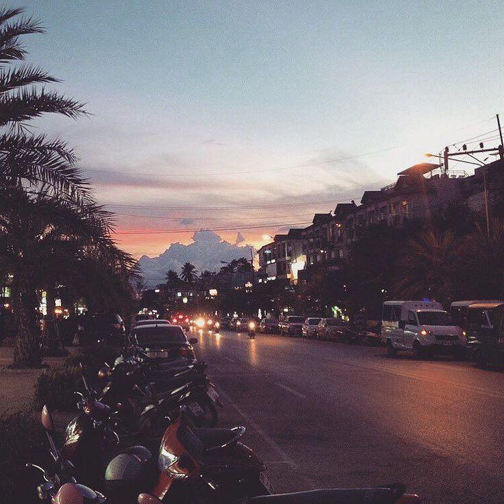 #вечер #аонанг #облака #как #горы #краби #таиланд #тай #азия #thailand #thai #krabi #aonang #asia #travel #trip #walking #sunset by aveltis