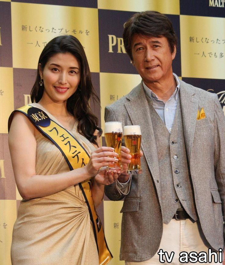 タレントの橋本マナミ(32)が26日、東京・港区の六本木ヒルズで行われたサントリービール「ザ・プレミアム・モルツ フェスティバル」オープニングセレモニーに出席した。リニューアルした同ビールが期間限定で味わえるイベントが同所でスタートし、橋本は東京会場の大使に任命され、全身ゴールドのワンピースで登場。… / マナミ、草刈に裸体をおねだり / テレ朝 2017.4.26 #イベント #橋本マナミ