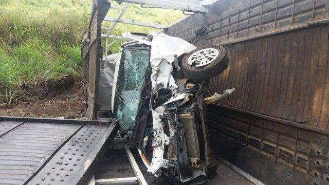 #News  Caminhão cegonha que transportava carga de seguradora tomba