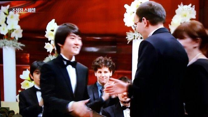 쇼팽 콩쿠르 1위, 조성진( Cho SeongJin, 2015 Chopin Competition) 피아노교향곡 1번 Piano Concert , Korea ,KBS 한국방송  https://youtu.be/iaBnw6DxUY0