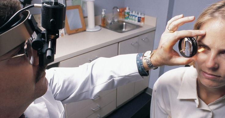 Causas de um nervo inchado no olho. O nervo óptico é a conexão do olho com o cérebro e é fundamental para a forma como você processa as imagens. Se ficar inchado, a visão pode ser afetada drasticamente. Embora isso possa ter muitas causas, as mais comuns incluem edema de papila ou aumento da pressão do fluido espinal, inflamação, obstrução dos vasos sanguíneos, infecção e uma massa ...