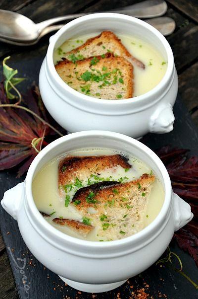 Le tourin blanchi est une soupe à l'ail. C'est un mets du Périgord. La tradition veut que lors d'une soirée bien arrosée (mariage, fête...), les derniers encore debout réveillent les moins courageux pour leur servir du tourin à des heures improbables....