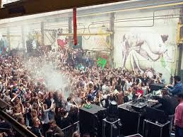 The space is also used for festivals or parties. As it is a very known place, mostly by young people, their agenda is always full of plans.