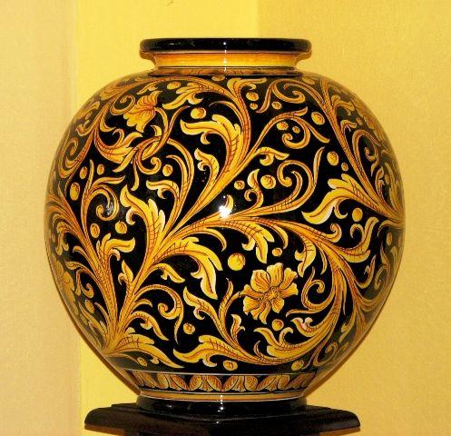 File:Ceramic Art Pottery Agatino Caruso Caltagirone 1.JPG - Wikipedia ...
