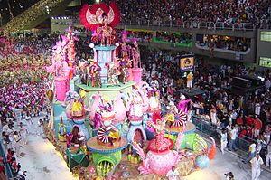 Carnaval de Brasil - Una Escola do samba en el Sambódromo, 2004.