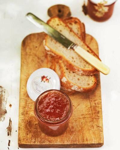 Diese leckere Pfirsich-Konfitüre versüßt jede Brotschnitte. Das Rezept gibt es hier: