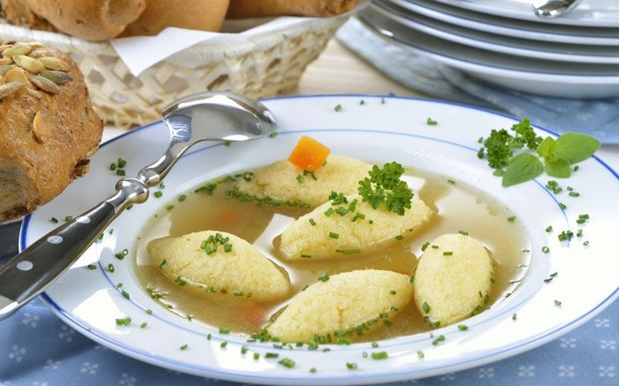 Suppe mit leckeren Griessklössen: Eine wärmendes Rezept für Winter
