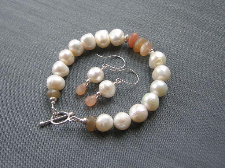"""Комплект """"Peaches & Cottons"""" из жемчуга с лунными камнями в магазине «S E R N A jewelry» на Ламбада-маркете"""