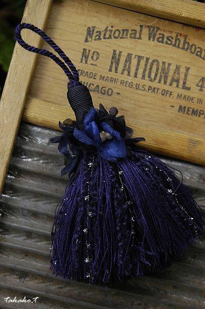 ネイビーとブラックのフラワータッセル♪ : A COZY GARDEN (It says navy and black flower tassel.)