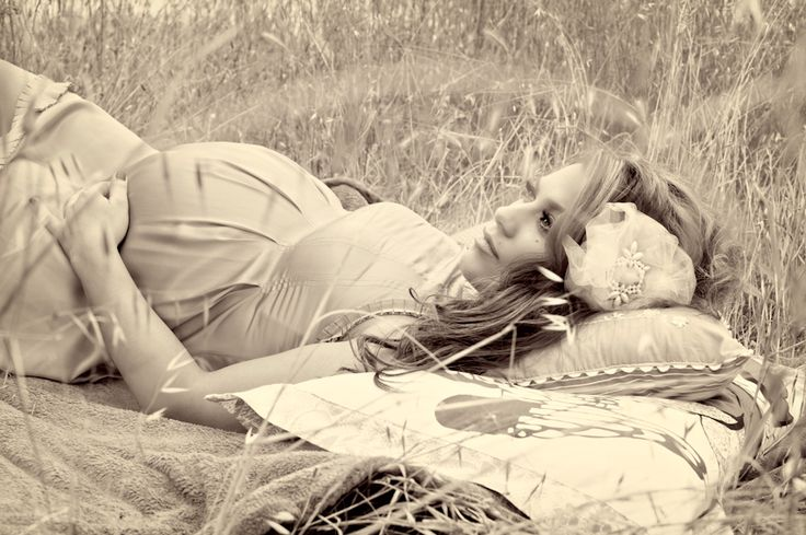maternity photo in field. LOVE THIS ONE. Like the focus, pose, vibe, black and white. Very classic and timeless