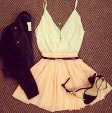 Mt cute,q fofo!! Regata de alcinha,saia rosa claro,jaqueta preta e salto preto básico!!