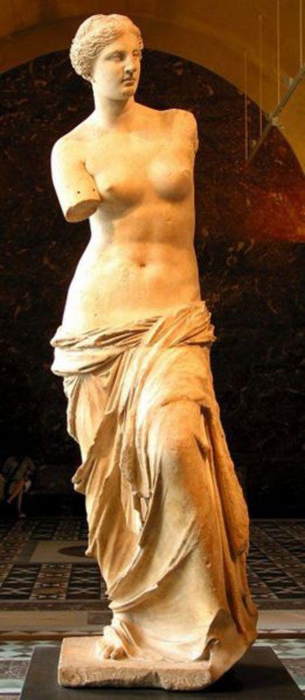 La Vénus de Milo est une célèbre sculpture grecque de la fin de l'époque hellénistique (vers 130-100 av. J.-C.) qui pourrait représenter la déesse Aphrodite (Vénus pour les Romains). Découverte en 1820 sur l'île de Milos (Milo étant une forme ancienne du nom de cette île), d'où son nom, elle est actuellement conservée au musée du Louvre.
