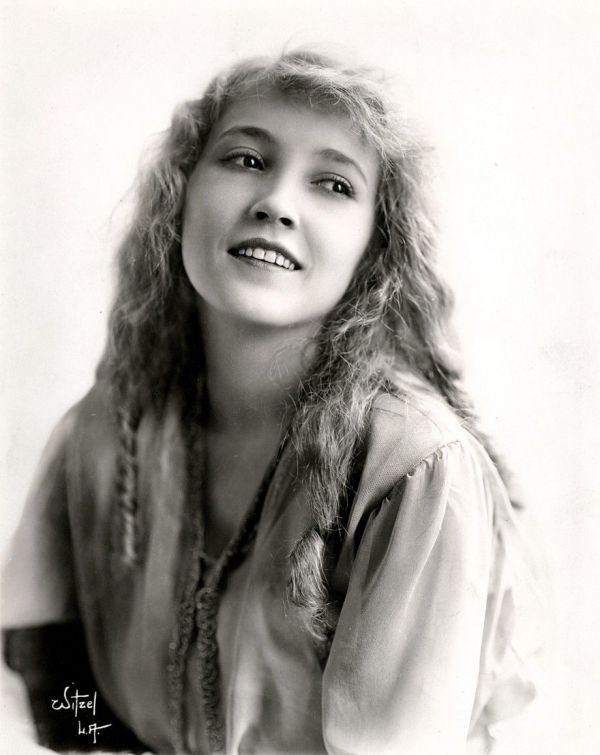 Bessie Love--looks like Mary Pickford in this picture