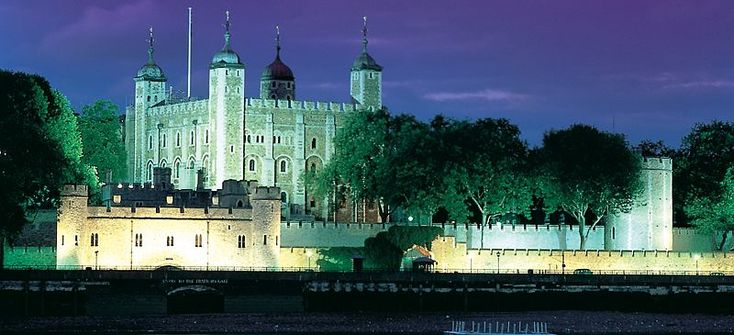 Fit for a Queen (or King) - Britain's 10 most handsome castles [pics] #Cheapflights2013