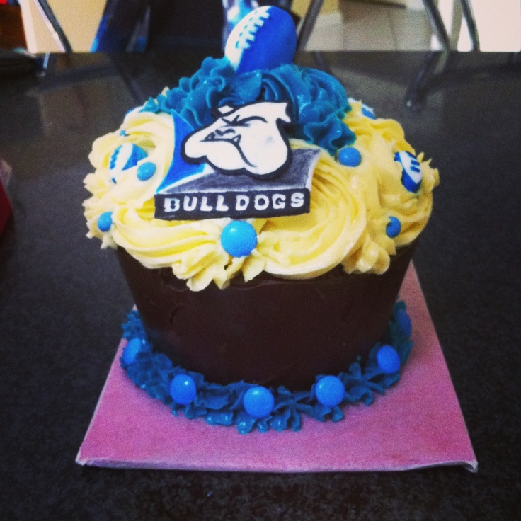 Bulldogs giant cupcake
