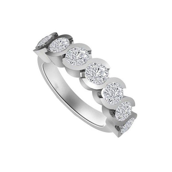 Oltre 25 fantastiche idee su anelli taglio smeraldo su - Colore del giorno di san valentino ...