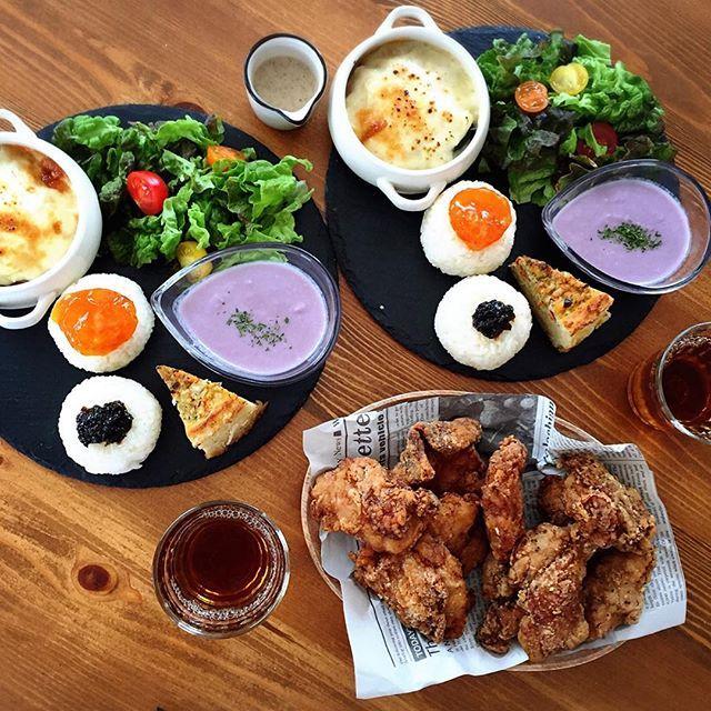 er17.1223こんにちは 今日はかわいいお友達が遊びに来てくれました❤️ 美味しい唐揚げを買ってきてくれたので、こんな感じのプレートを用意して、ランチを✨ 連投します *かぼちゃグラタン *かぶと紫キャベツと玉ねぎのポタージュ *ポテトキッシュ *サラダ *味噌漬け卵黄おにぎり *のりの佃煮おにぎり #ランチ#お昼ごはん#手作り#ワンプレート#lunch#breakfast#朝時間#おにぎり#グラタン#ポタージュ#唐揚げ#おうちごはん#おうちカフェ#カフェ#日々#暮らし#cafe#lin_stagrammer#macaroni#kaumo#foodpic#KURASHIRU#onthetable#デリスタグラマー#KURASHIRUFOOD#ペコリ#IGersJP