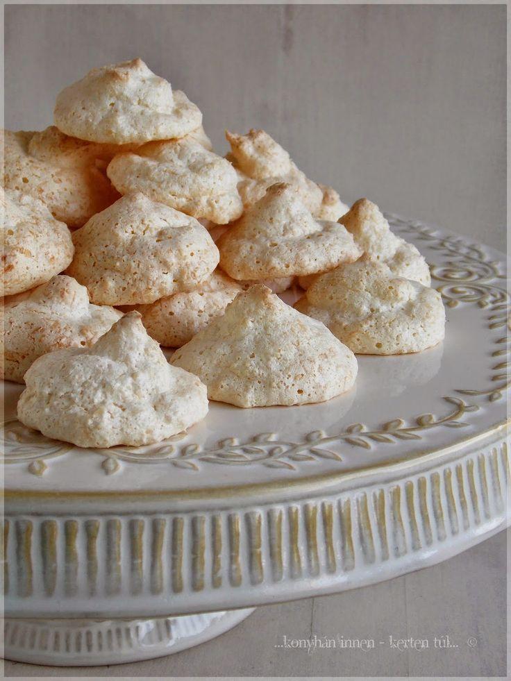 Szeretem a kókuszos ételeket. Főleg a süteményeket. Fura módon, még soha nem csináltam kókuszcsókot, pedig nagyon egyszerű. Pers...