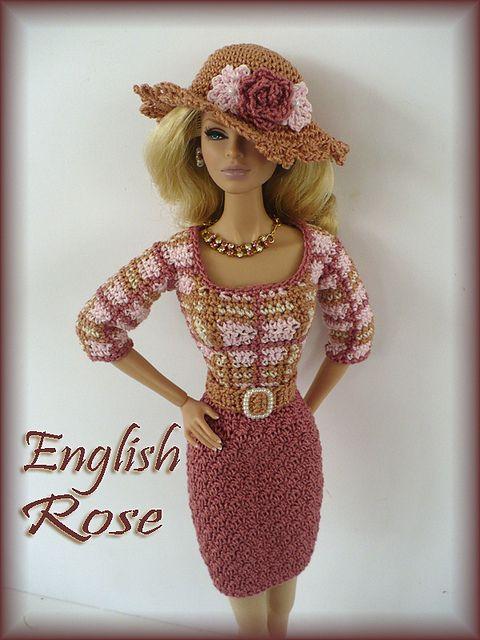 Un conjunto de estilo channel, tejido al crochet, para muñecas Barbie.