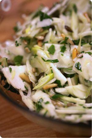Salade de radis noir, fenouil et graines grillées