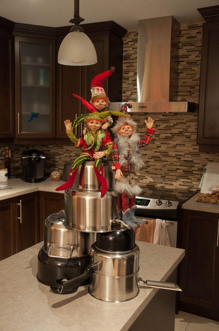Trouvez dans ce billet 35 de nos meilleures idées de tours que votre lutin pourra jouer à Noël cette année!