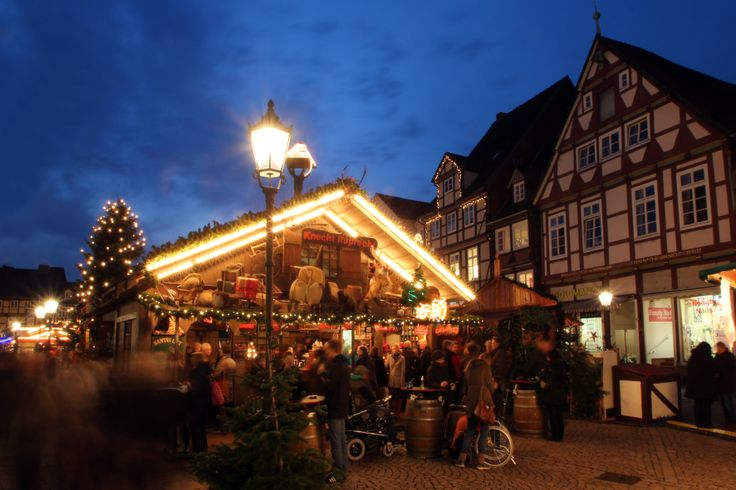 Zum Glühwein trinken ist unser Weihnachtsmarkt wie geschaffen.