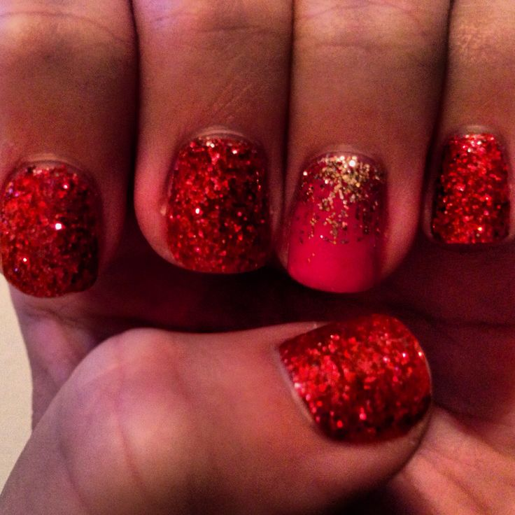 Christmas shellac nails. Red glitter with gold accent nailNails Makeup
