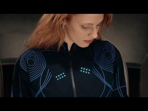 Technologie. Le t-shirt connecté qui fait aimer la musique classique aux sourds | Courrier international