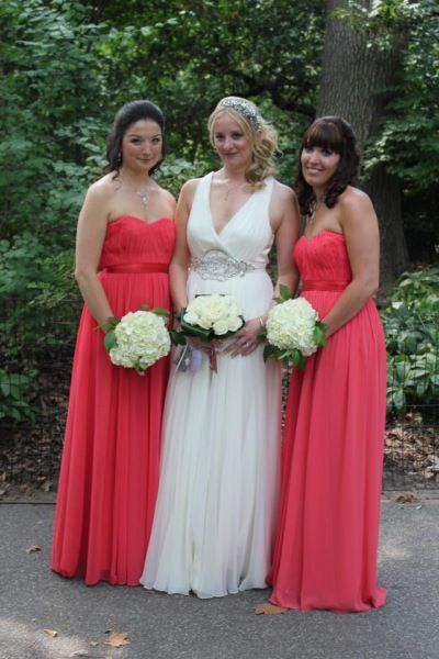 bride and her bridesmaids in Central Park