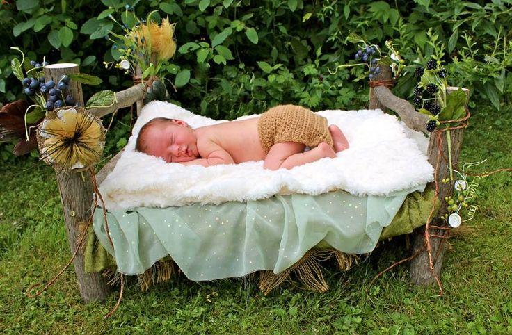 New born outdoor photo, newborn baby bed photo prop