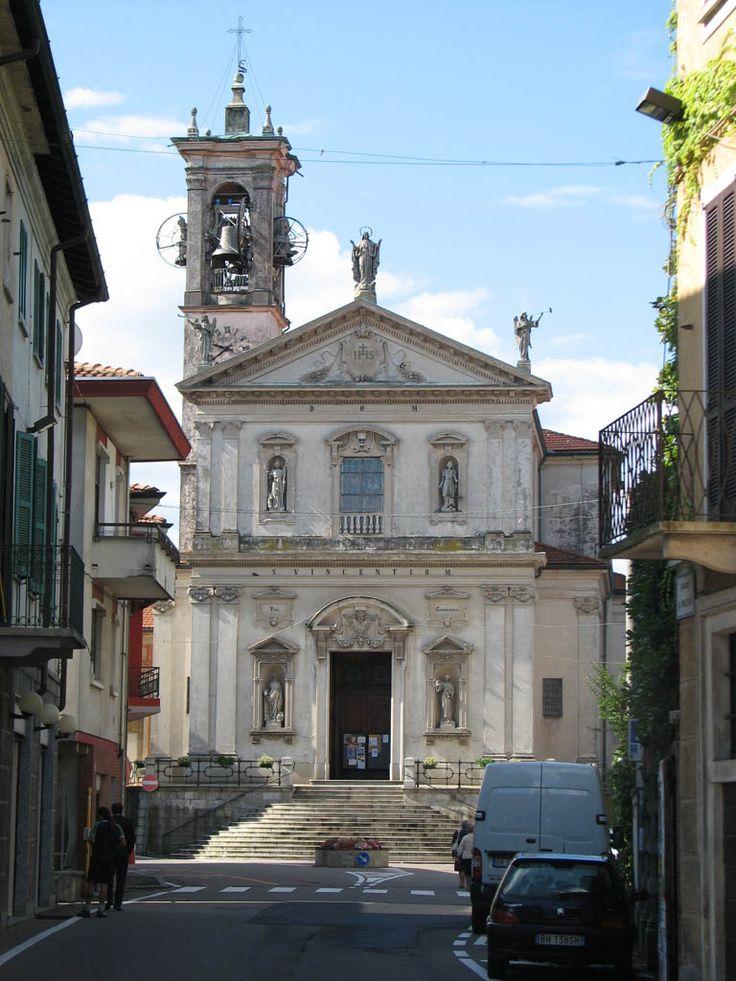 L'imponente facciata della chiesa parrocchiale di San Vincenzo a Caronno V.