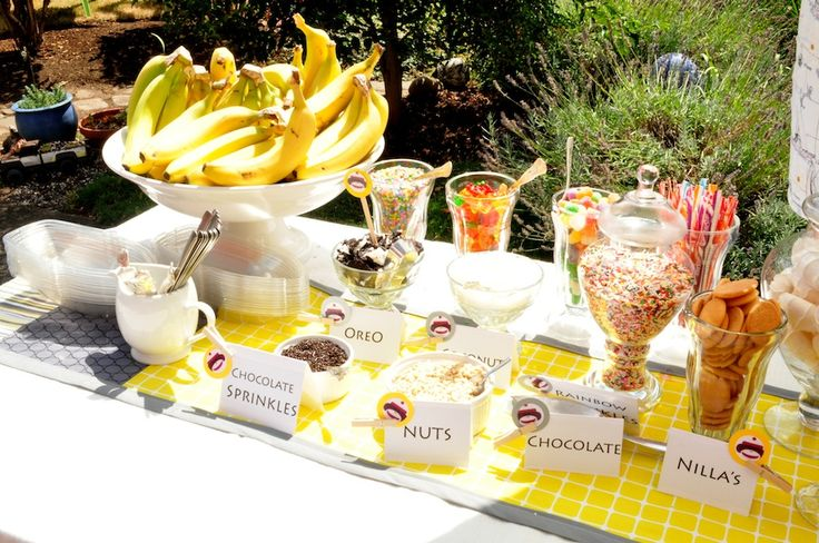 OH YEEEEESSSS!!!!!!  Banana Split Bar! Must do!