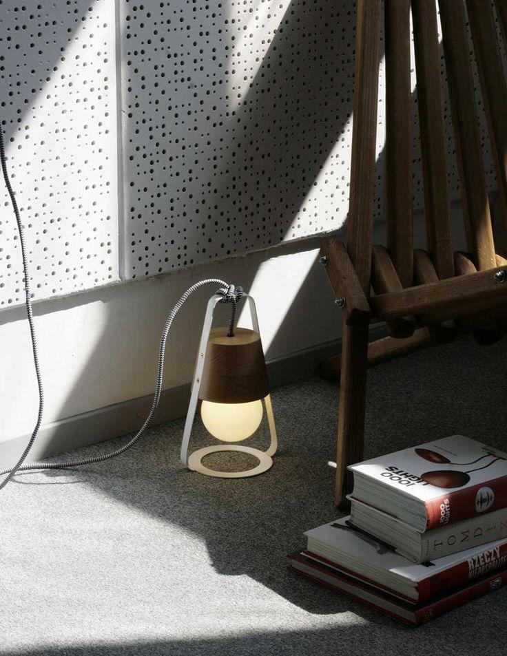 Lampa Latarnia marki HOP Design zachwyca swoją formą i funkcjonalnością! Może być lampą wiszącą, stojącą lub leżącą na stole czy podłodze. Znajdź więcej na: www. euforma.pl                                           #hopdesign #lampa #latarnia #wooddesign #design