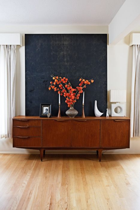 credenza. love this.  I want Property Brothers to incorporate this into my first house (Since I am going to be on the show and all).: Mid Century Modern, Interior Design, Dining Room, Credenzas, Living Room, Sideboard, Furniture, Midcentury, Black Wall