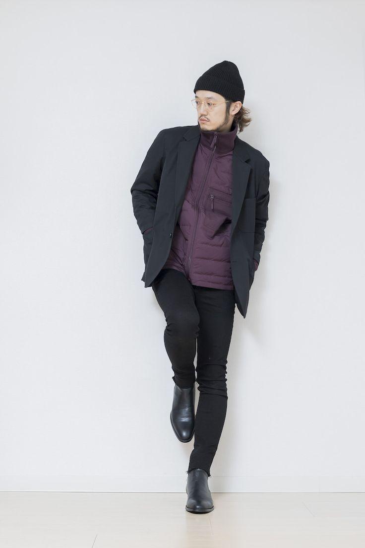 ★ジャージインナーの魅力  さて長かった総括を締めくくるのはこのスタイル。 昔ロンドンの人は 「ジャージをジャケットスタイルのインナー合わせてバランスをとる」 と知って衝撃を受けたものです。  そんな着こなしをユニクロで再現したのがこちら。 ジャージ・・・じゃないですが立ち襟のジャージ風ブルゾンを ジャケットのインナーに入れてカジュアルに崩したスタイル。 クリスマスあたりのデートを意識してちょっとフォーマルなTPOを想定 しています。ドレスブーツにスキニーで脚長に見せて ジャケットでかっちりと合わせたスタイル。  ただキメすぎにならないようにジャージインナーとニット帽で バランスをとってます。 地味な印象にならないように色はちょっと癖のあるパープルをチョイス。 こんな着こなしでたまに「格好つけて」みてはいかがでしょうか。  ちなみに黒スキニーとこのMBブーツの組み合わせは最高に脚長に見えます。 これで下半身作っちゃえば上は テキトーなミリタリーアウターなどでも問題ナシです。