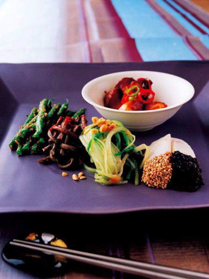 野菜の和え物、ナムル。冷菜のイメージが強いけれど、韓国の家庭では温野菜感覚で食べることも。|『ELLE a table』はおしゃれで簡単なレシピが満載!