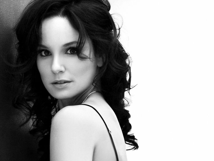 Sarah Anne Wayne Callies is an American actress. She is best known for her portrayals of Sara Tancredi in Fox's Prison Break, Lori Grimes in AMC's The Walking Dead and Katie Bowman in USA Network's Colony.