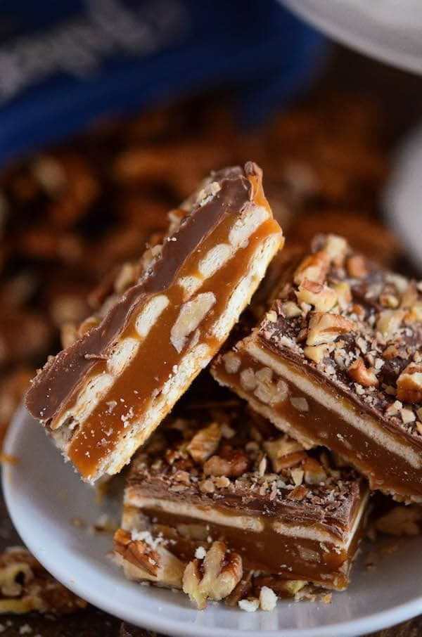 These Pecan Caramel Bars take just 15 minutes of work and you only need 5 ingredients! Who doesn't love gorgeous easy homemade candy bars?? You start with a layer of buttery club crackers — then my favorite part — a thick layer of caramel stuffed with chopped pecans. Followed with another layer of club crackers …