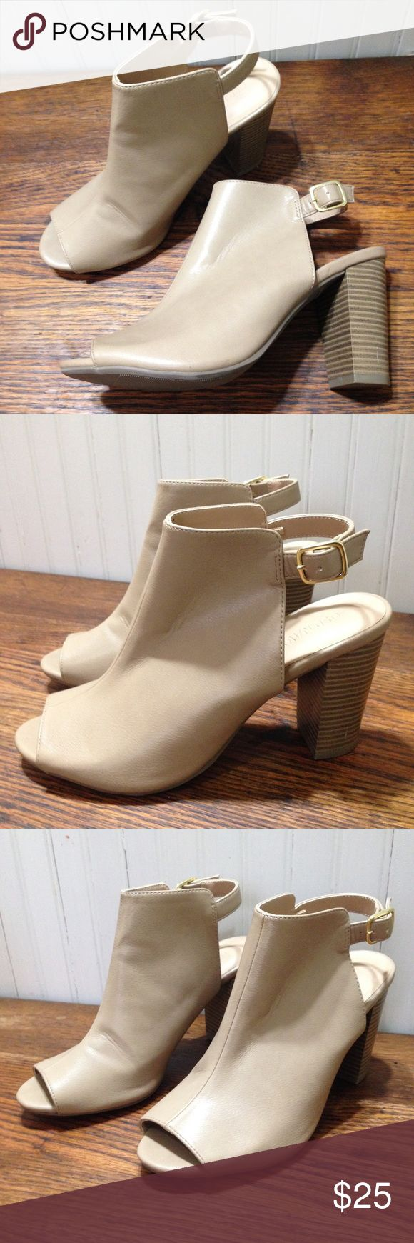 "Old Navy peep toe booties tan /taupe size 7 Old Navy peep toe booties tan /taupe size 7 , fasten around the ankle, 3.5"" heels,man made materials, good condition Old Navy Shoes Ankle Boots & Booties"