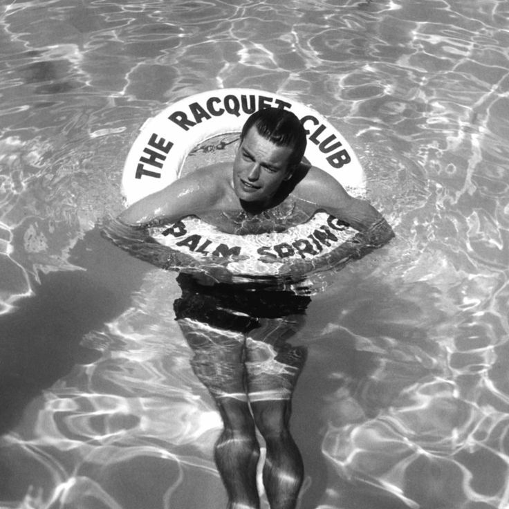 Robert Wagner in the Palm Springs Racquet Club swimming pool, 1956. Courtesy of Everett Collection.